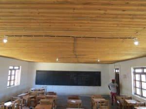 Ett av två klassrum i Secondary School som nu kan användas vid läxläsning även på kvällen.